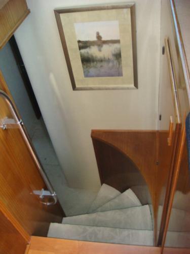 70' Hatteras Motoryacht forward guest stairs