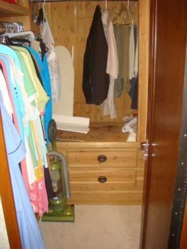 70' Hatteras Motoryacht master stateroom cedar-lined walk-in closet