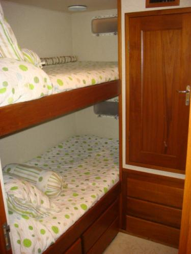 70' Hatteras Motoryacht port aft guest stateroom
