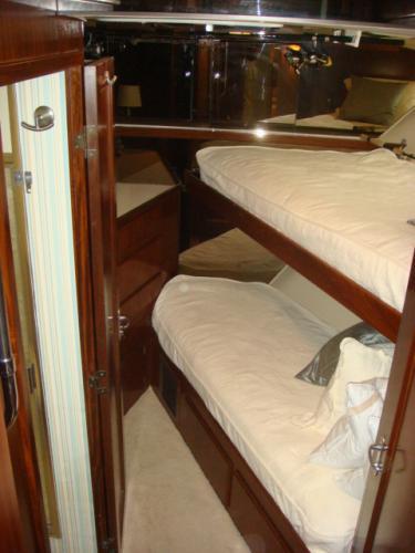 70' Hatteras Motoryacht forward guest stateroom
