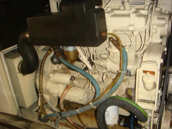 70' Hatteras Motoryacht generator2