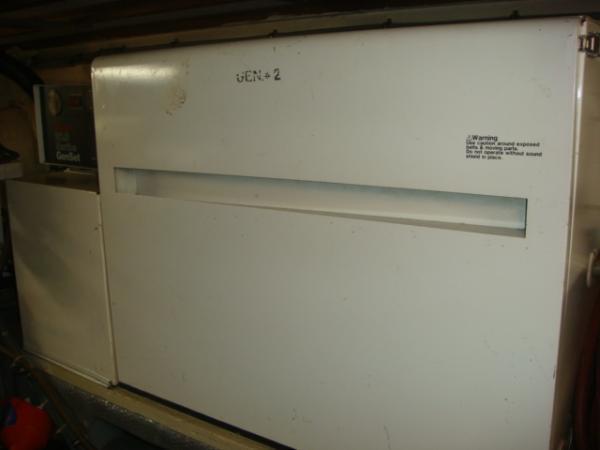 70' Hatteras Motoryacht generator2 sound shield