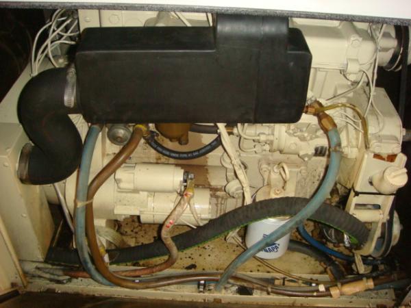 70' Hatteras Motoryacht generator1