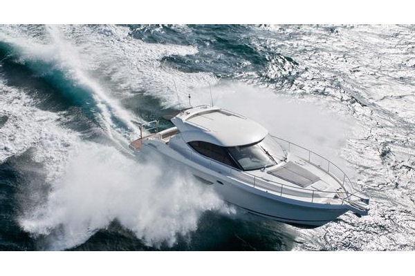 Riviera 4400 Sport Yacht with IPS Running Shot