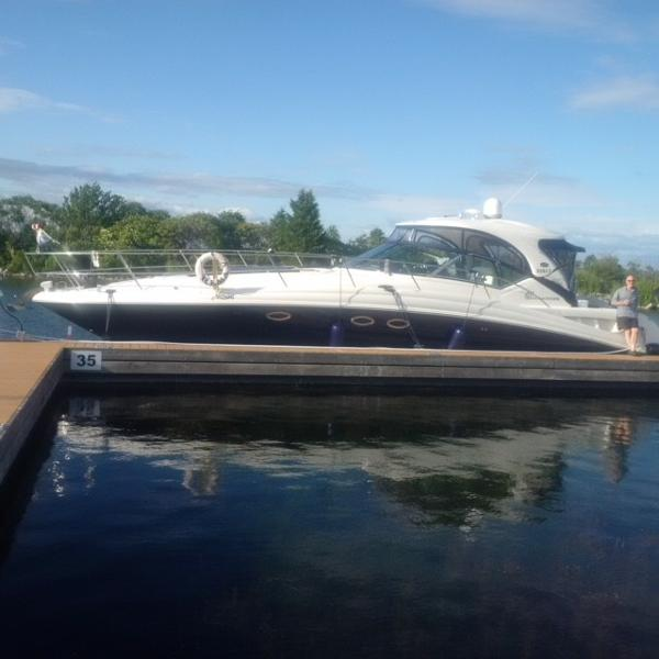 Sea Ray 420 Sundancer Sea Ray 420 Port Side View