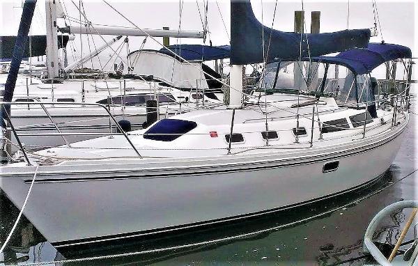 Catalina 34 MK1.5 Trinity bow on