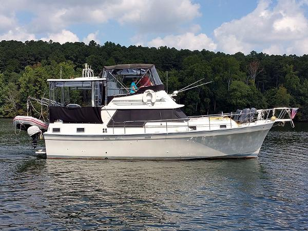 Mainship 36 Double Cabin Starboard Profile