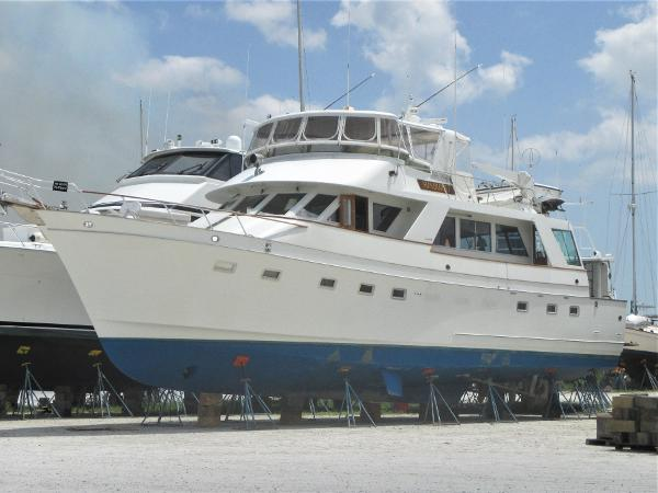 Ocean Alexander Cockpit Motor Yacht Drydocked (August, 2017)