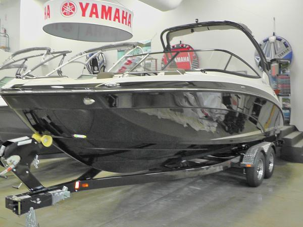 Yamaha Sport Boat 242 Limited S