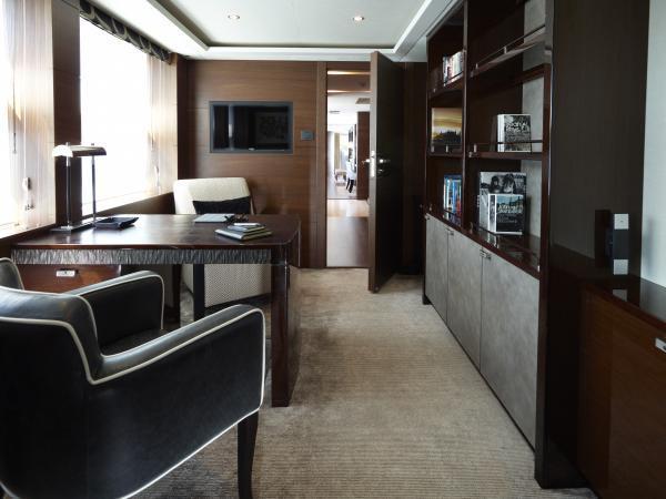 s M Class 40M Ante Room
