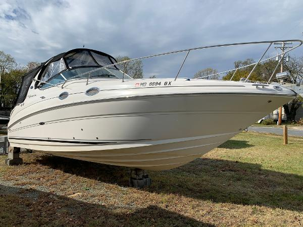 Sea Ray 280 Sundancer Starboard Bow