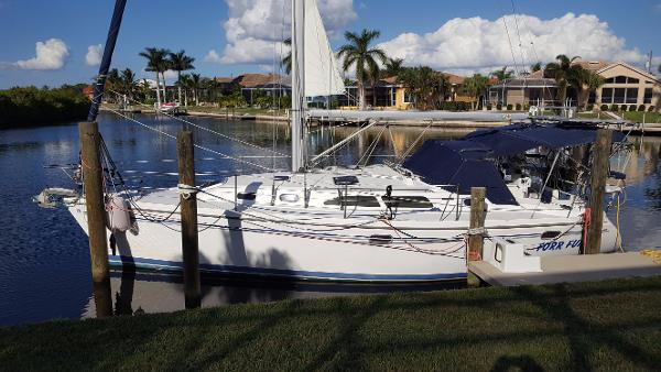 Catalina 350 Very Comfortable and Capable Cruiser