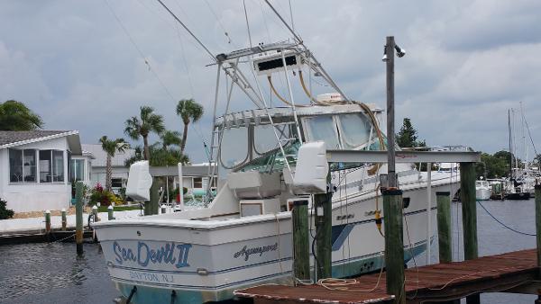 Aquasport 270 Express Fisherman On The Lift