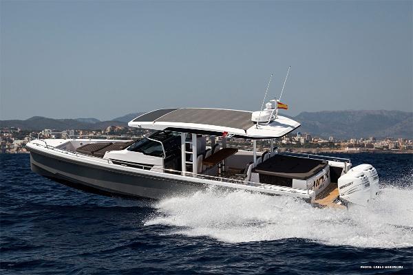Axopar 37 Sun Top Chase Boat Axopar 37 Sun-Top