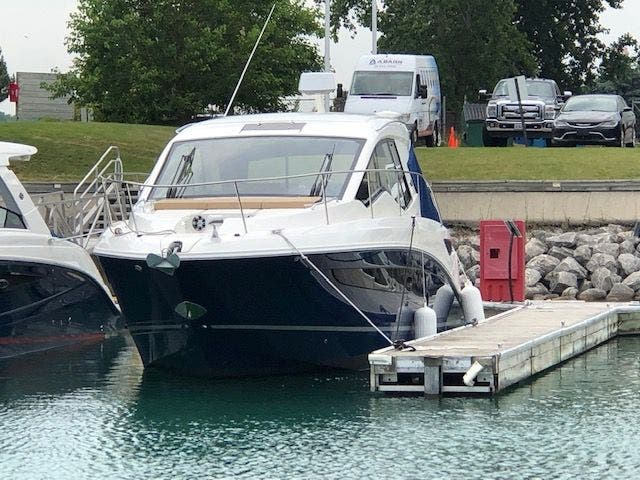 Sea Ray Sport Cruisers Sundancer 350 Coupe