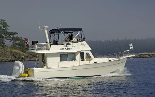 Mainship 34 Trawler Side View Underway