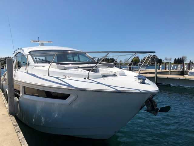 Cruisers Yachts CANTIUS 42 CANTIUS