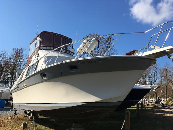 Silverton 34 Convertible Starboard Bow