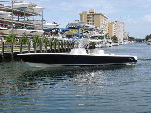 Sea Vee 390IPS Profile Shot