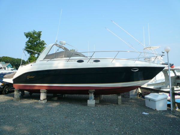 Rinker 342 Fiesta Vee Beautiful Sleek Side Profile
