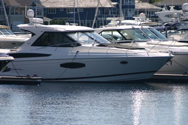Regal 42 Sport Coupe Profile
