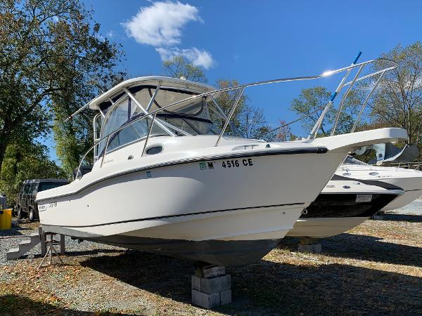 Boston Whaler 235 Conquest Starboard Bow