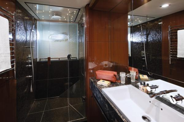 Princess M Class 32M Port Forward Guest Cabin Bathroom
