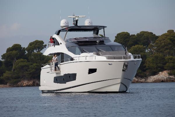 Sunseeker 86 Yacht Bow