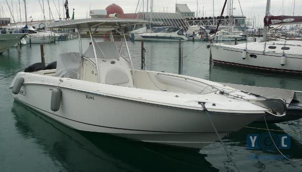 Boston Whaler 270 Outrage P1090475