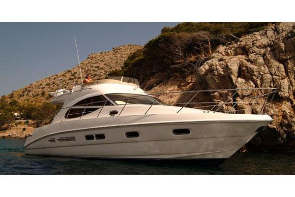 Sealine F42/5 Manufacturer Provided Image: Anchored Shot