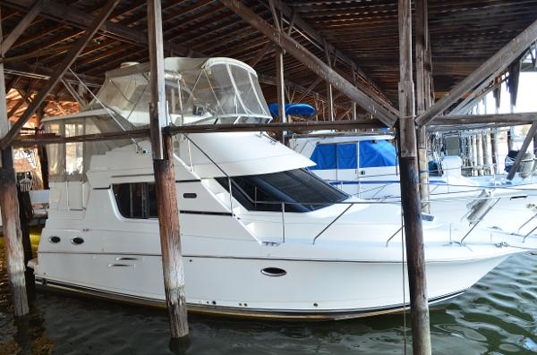 Silverton 322 Motor Yacht 2000 Silverton 322 Motoryacht - Starboard Bow