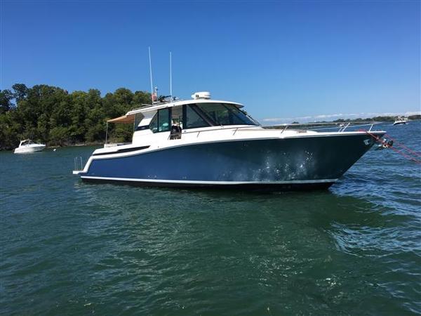Tiara Yachts Q 44
