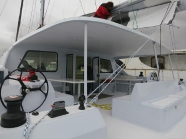 FastCat 605 outherdeck