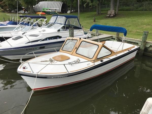 Lyman 26 Fisherman Port side