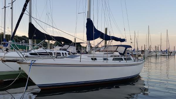 Catalina 30 At the dock