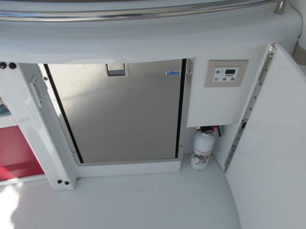 Cockpit refrigerator / freezer