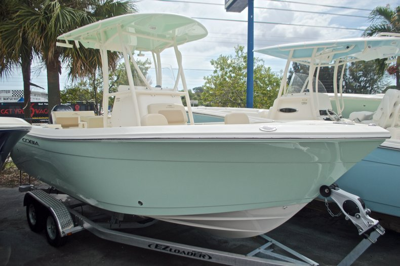 Cobia Boats 220 Center Console