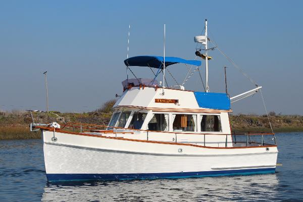 Grand Banks 32 Sedan, Fiberglass Sistership Photo