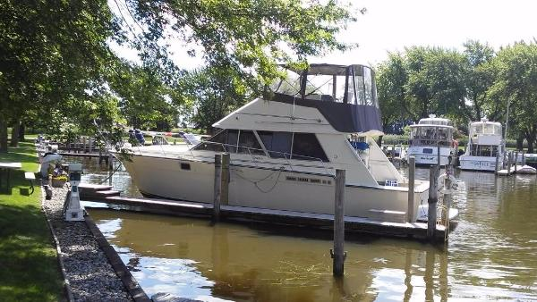 Silverton 40 Convertible Docked