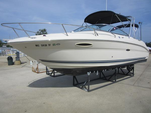 Sea Ray 225 Weekender PROFILE - ON SHORE