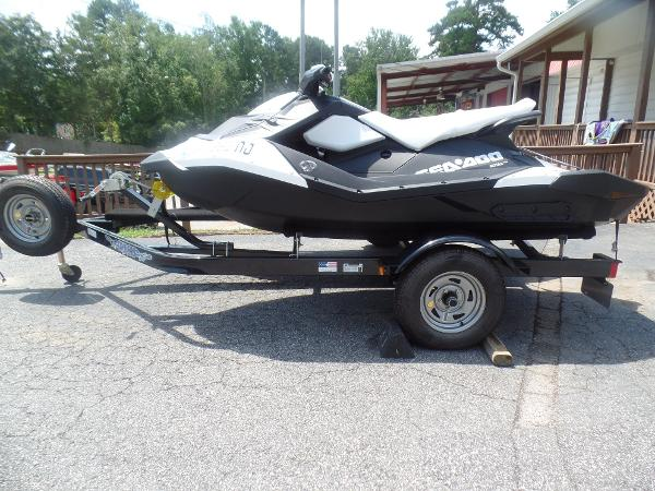 Sea-Doo Sport Boats Spark 3up (paired with second Spark