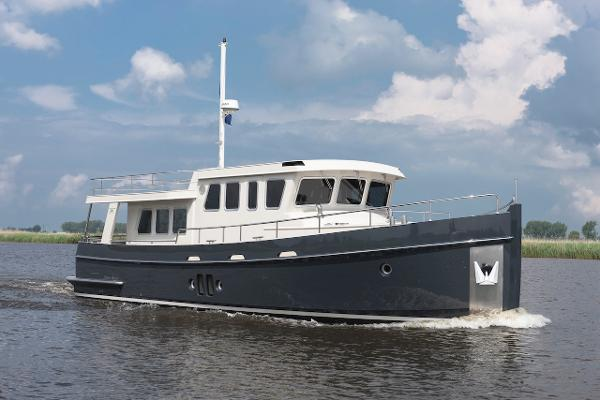 Steeler Explorer 50 Pilothouse