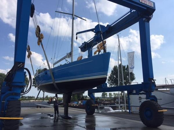 Van der Stadt 44 Satellite lifting keel