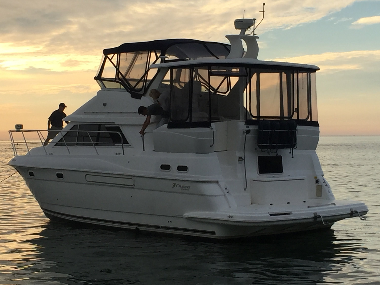 Cruisers Yachts 375