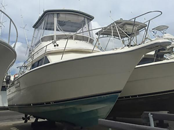 Tiara 330 Flybridge Profile