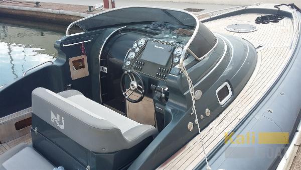 Nuova Jolly PRINCE 35 SPORT CABIN ( outboard ) vue pilotage avant