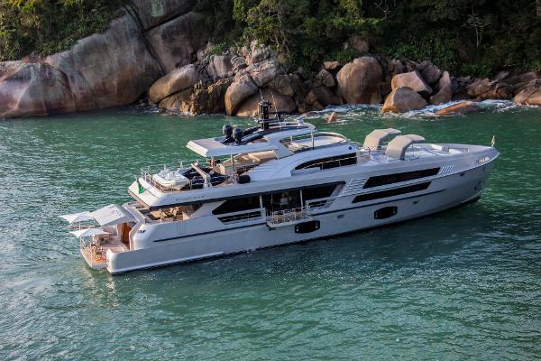 MCP Yachts 106 LE Main