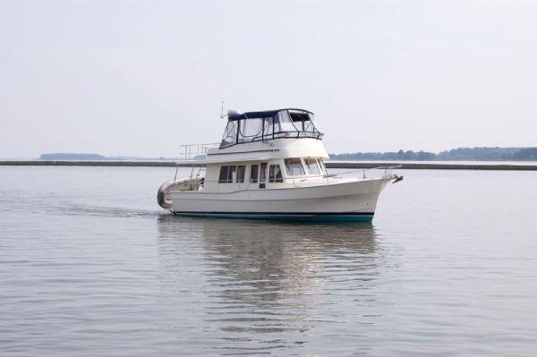 Mainship 40 Trawler Starboard Side
