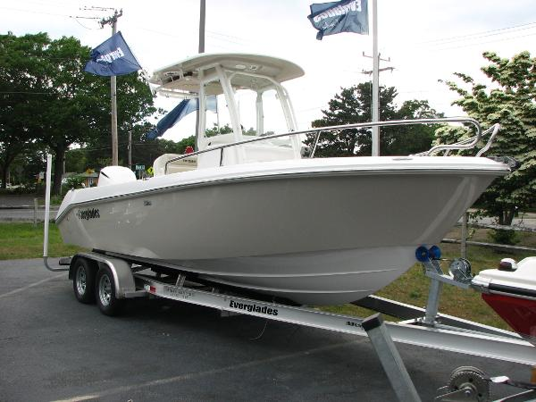 Everglades Boats 230 Cc Starboard Profile