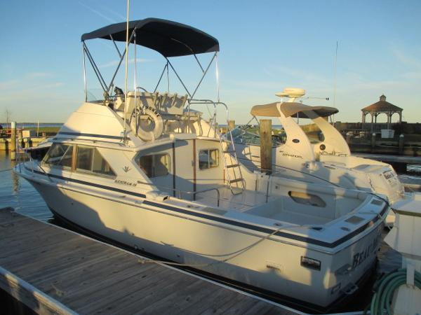 Bertram 28 Sport Fisherman Port View
